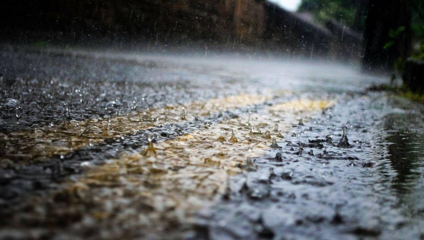 Instytut Meteorologii i Gospodarki Wodnej wydał w nocy ostrzeżenie przed intensywnym deszczem i burzami (fot. Pixabay/PublicDomainPictures)