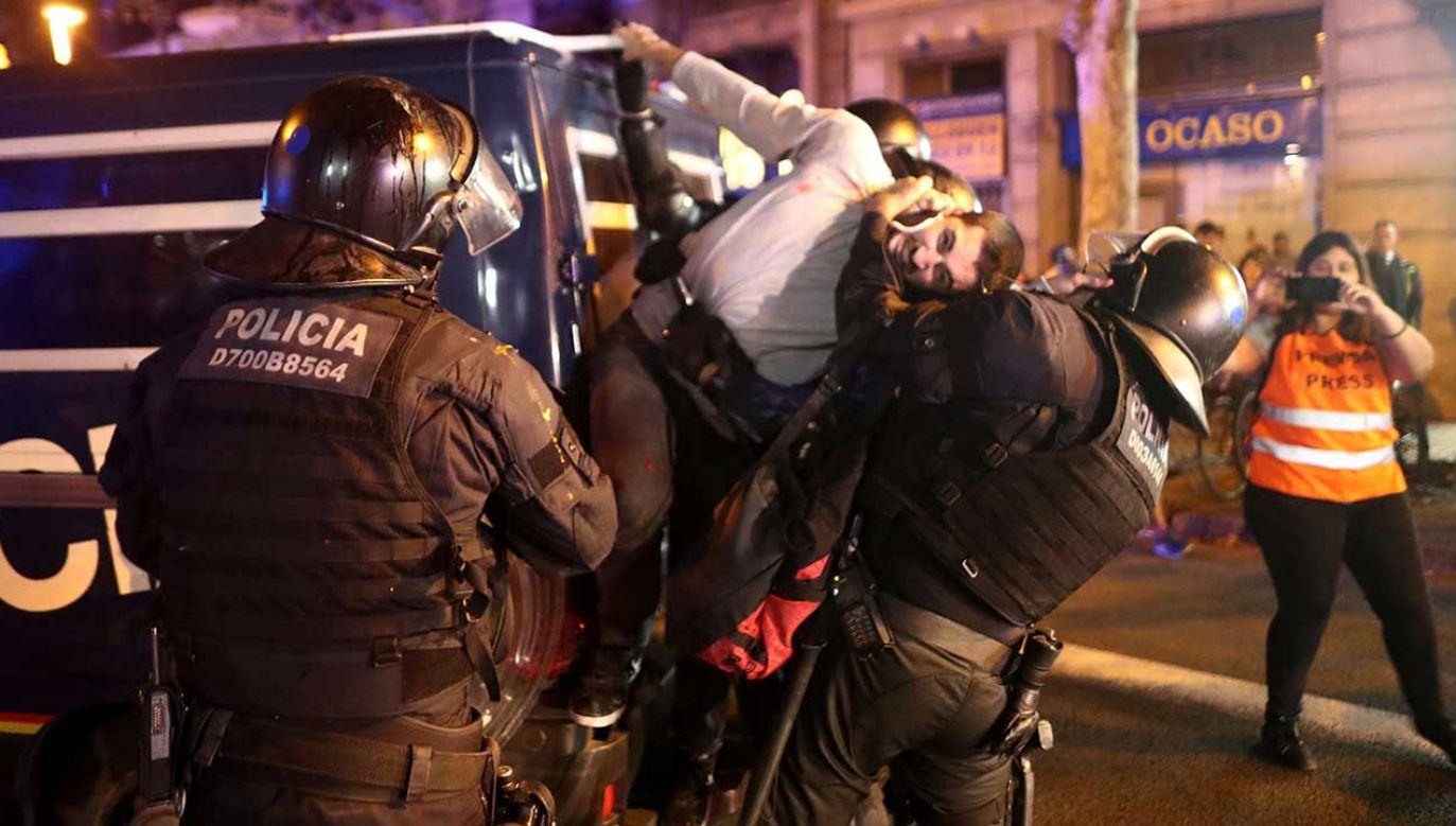 Nauczyciele wyjechali na wycieczke do Hiszpanii, utknęli na lotnisku (fot. REUTERS/Jon Nazca)