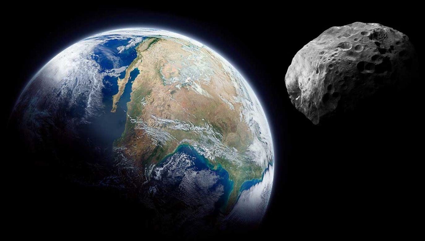 Asteroida ma zbliżyć się do Ziemi na odległość około 5,3 mln km (fot. Shutterstock/Dima Zel)