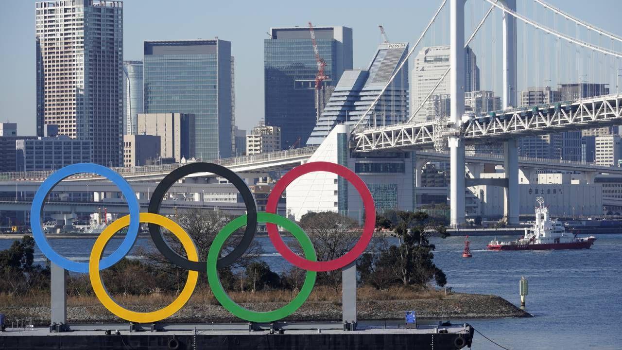 Podczas zawodów sportowcy będą mogli podróżować tylko do miejsc, w których rozgrywane są zawody (fot. PAP/EPA/FRANCK ROBICHON)