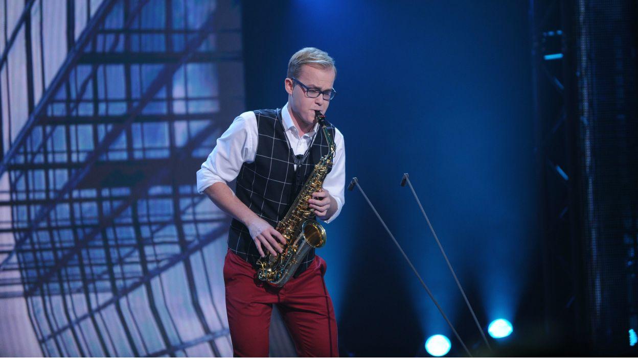 Saksofonista – Wojciech Chałupka wystąpił jako pierwszy i zaskoczył jurorów swoim opracowaniem słynnego utworu Paganiniego, w oryginale napisanego na skrzypce (fot. N. Młudzik/TVP)