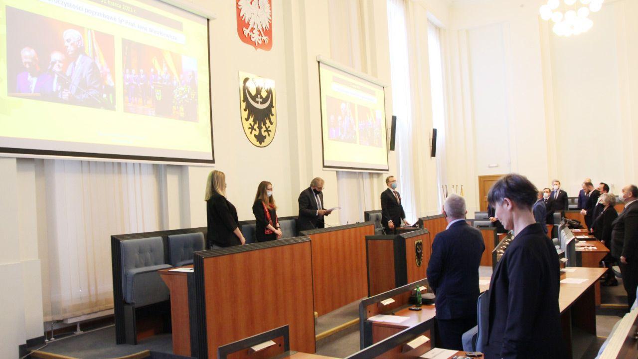 Dwóch radnych głosowało przeciw własnemu wnioskowi (fot. umwd.dolnyslask.pl)