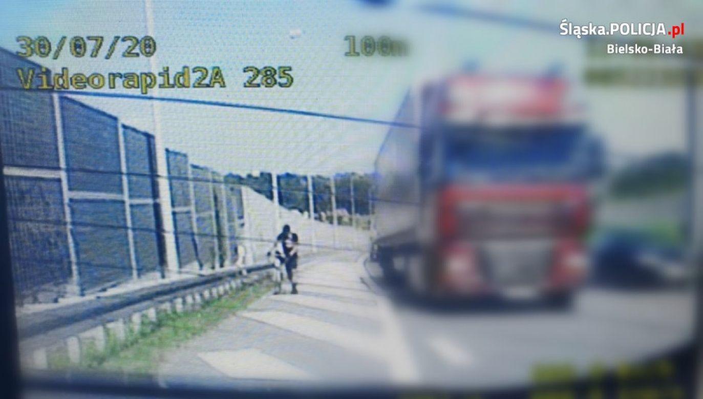 Rowerzysta chciał dojechać drogą ekspresową do Zakopanego (fot Policja Śląska)