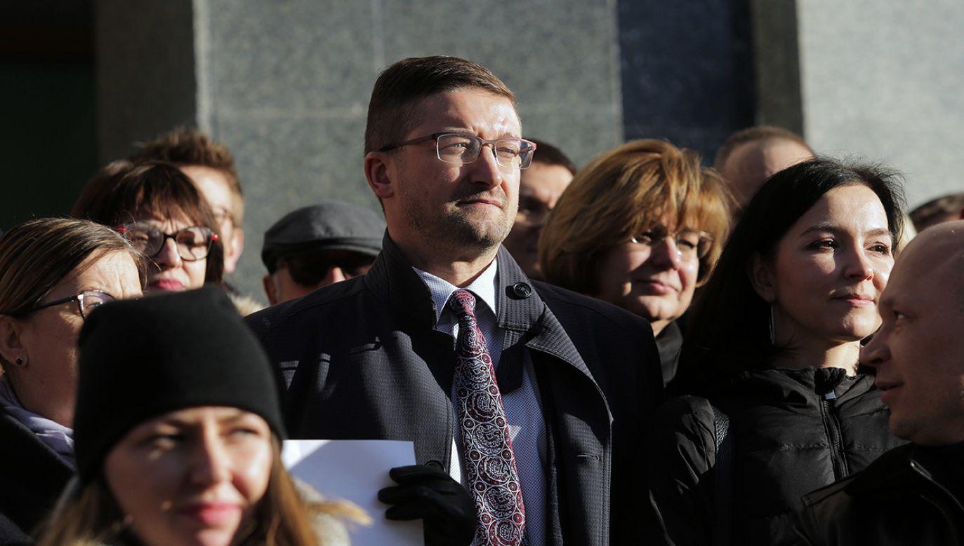 Codziennie polskie media społecznościowe zalewa fala rozpaczliwych apeli o wpłaty (fot. arch. PAP/Tomasz Waszczuk)