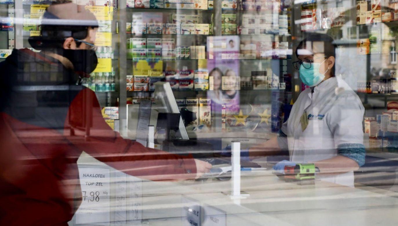 Na plakatach znalazła się informacja przypominająca zasadę DDMA+W (fot. Beata Zawrzel/NurPhoto via Getty Images, zdjęcie ilustracyjne)