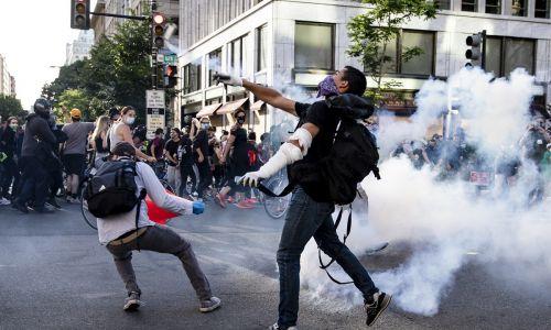Waszyngton, 1 czerwca 2020. Fot. PAP/EPA/SAMUEL CORUM