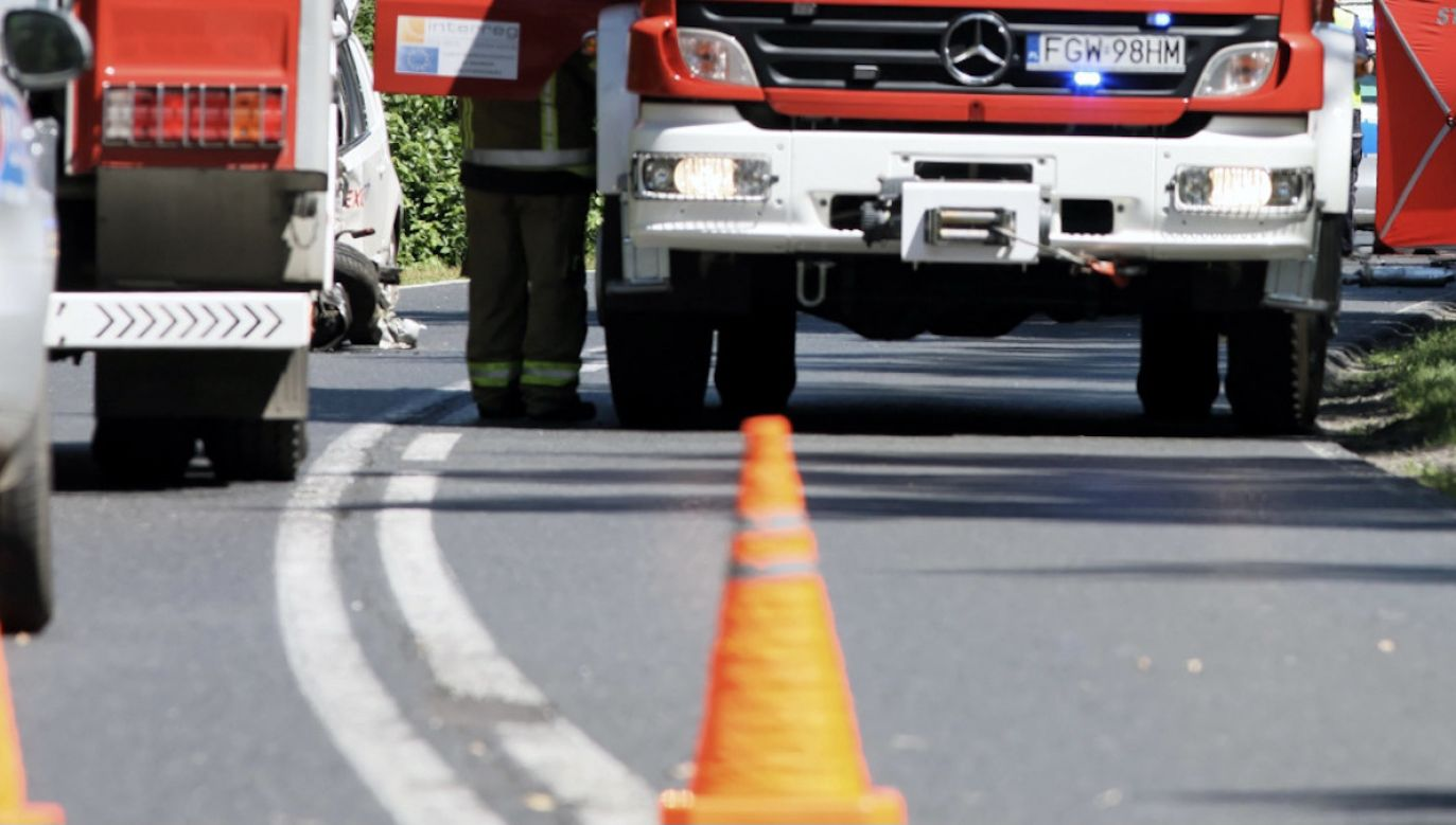 Kierowca samochodu dostawczego został zakleszczony w pojeździe (fot. PAP/Lech Muszyński, zdjęcie ilustracyjne)