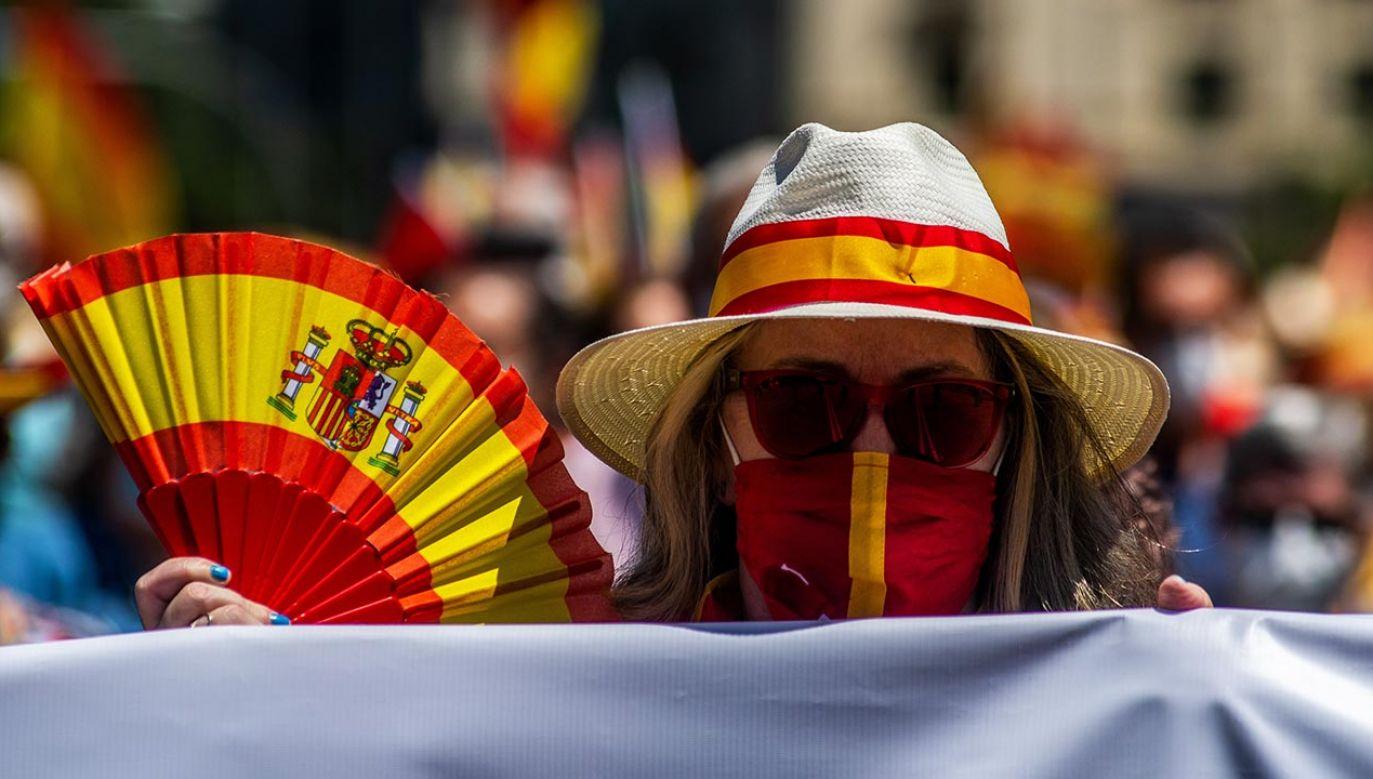 Premier zabrał głos w sprawie szczepień w Hiszpanii (fot.  Marcos del Mazo/LightRocket via Getty Images)