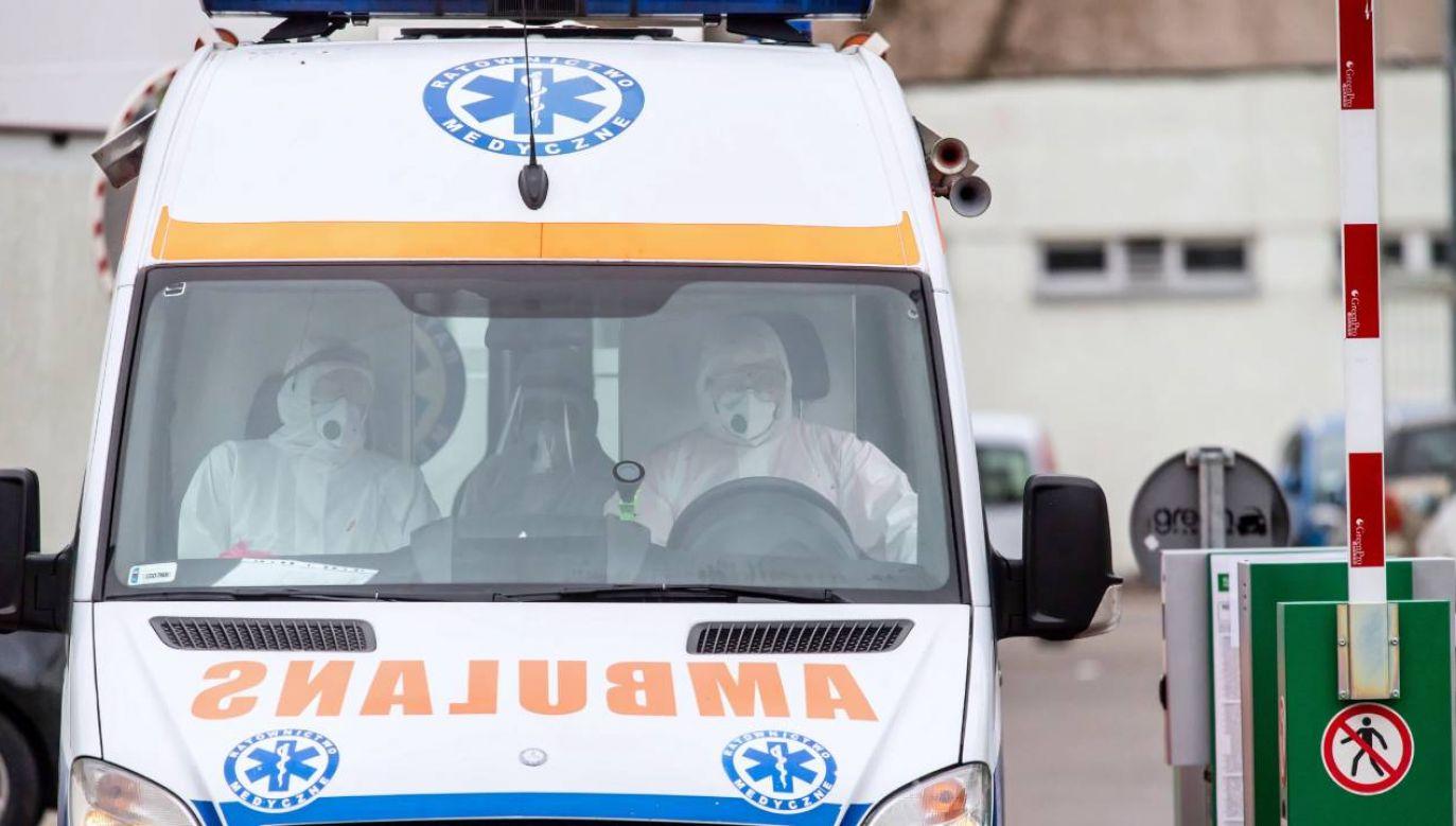 Do pacjentów, którzy będą dzwonić na telefon alarmowy, kierowane będą karetki z sąsiednich powiatów (fot. PAP/Tytus Żmijewski)