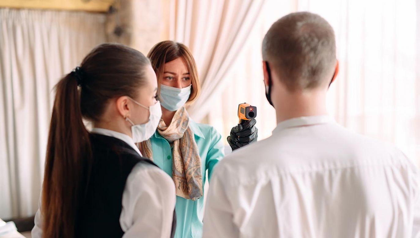 Modele epidemiczne są wykorzystywane przez polityków i urzędników przy podejmowaniu decyzji (fot. Shutterstock/David Tadevosian)