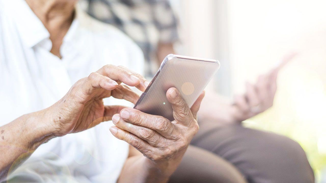 ZUS podkreśla, że ws. 14. emerytur nie trzeba składać żadnych wniosków (fot. Shutterstock/BlurryMe)