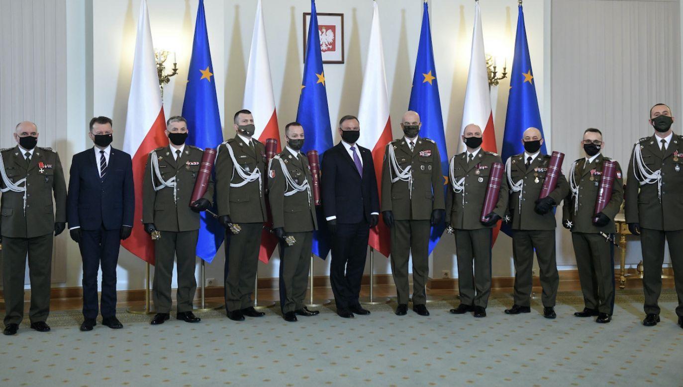 Prezydent wręczył sześć nominacji generalskich (fot. PAP/Radek Pietruszka)