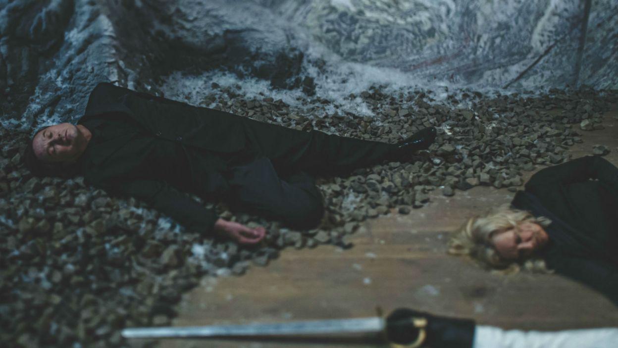 Śmierć dosięga nie tylko Hamleta, ale również jego matkę i zabójcę ojca (fot. Stanisław Loba)