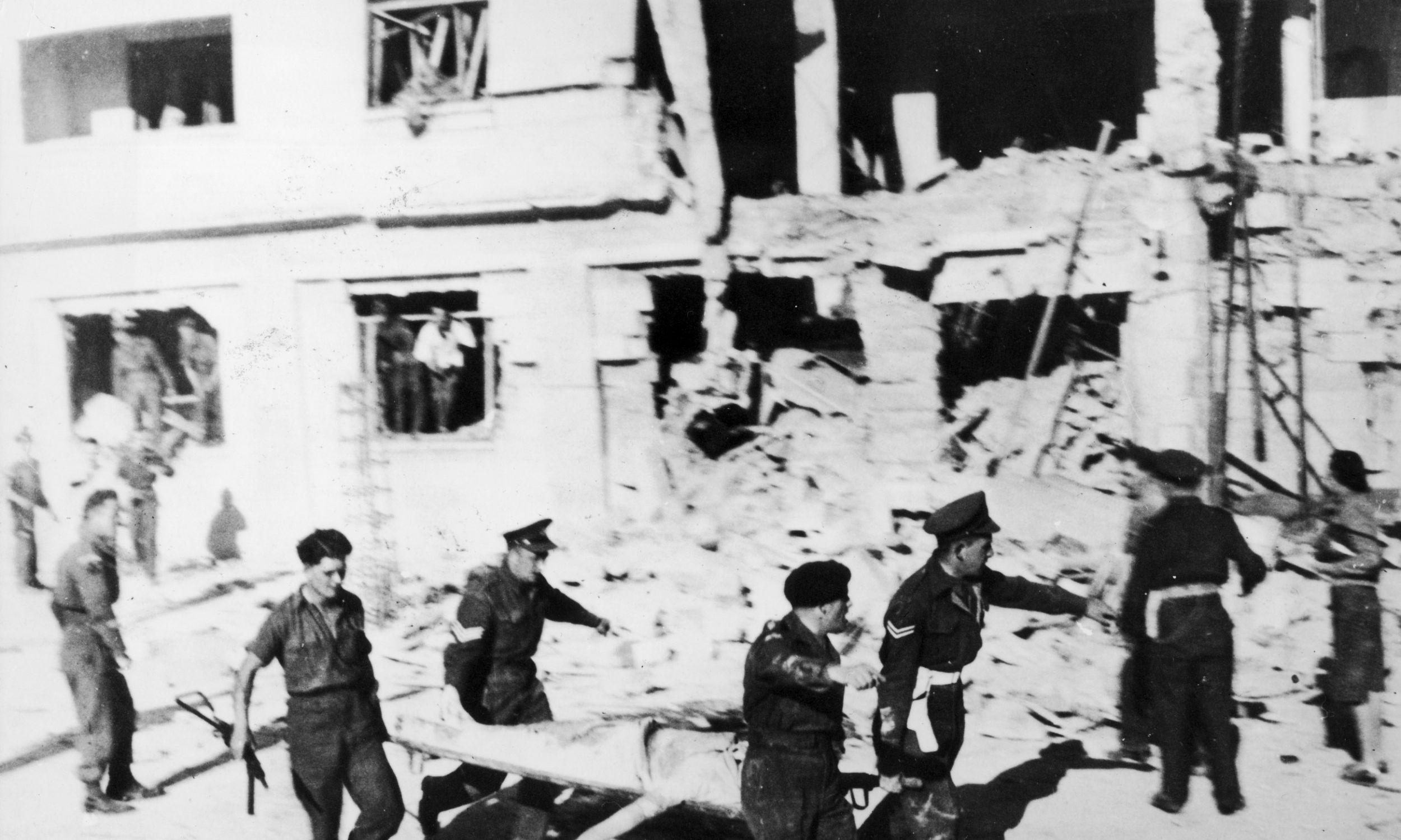 W marcu 1947 roku Irgun wysadził w powietrze klub oficerski Goldsmith w Jerozolimie zabijając 13 osób i raniąc kolejne 18. Fot. Keystone / Hulton Archive / Getty Images
