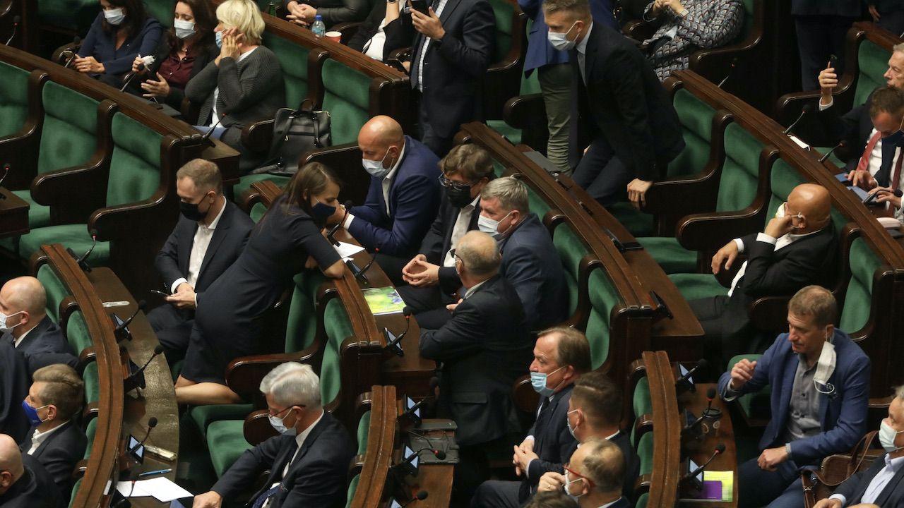 Poparły ją wszystkie koła i kluby poza KO i Lewicą (fot. PAP/Albert Zawada)