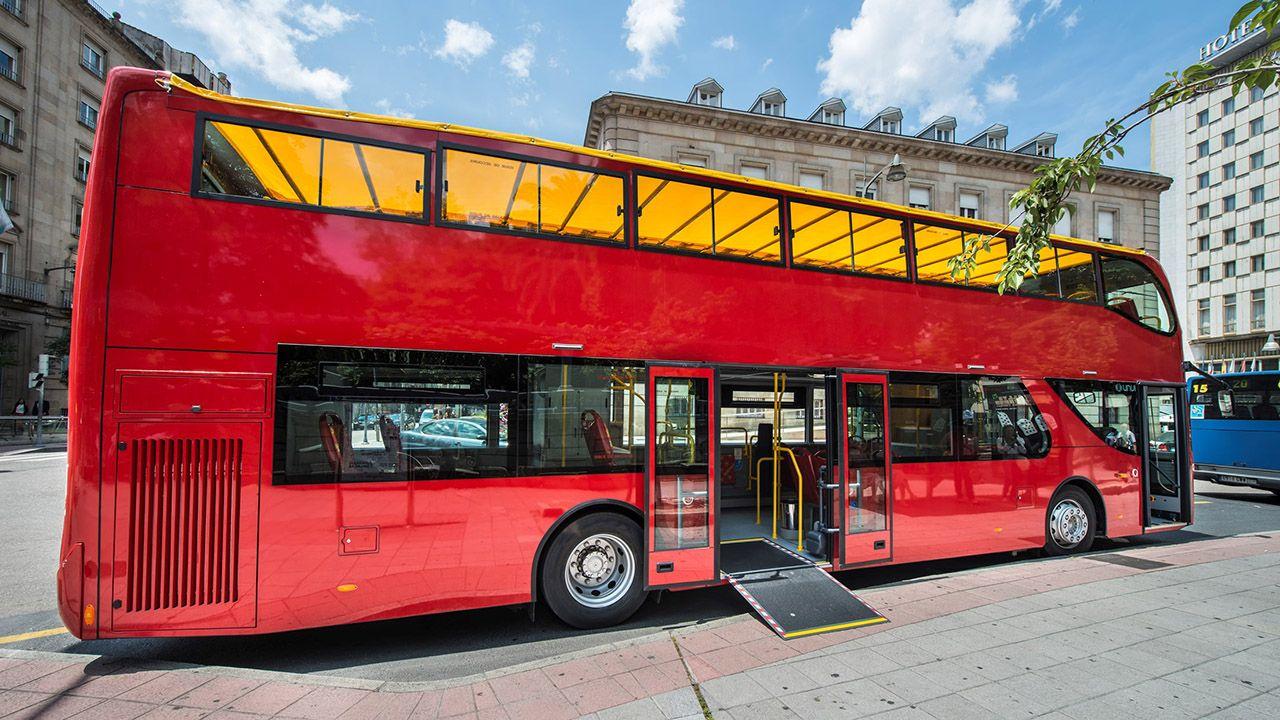 Służące turystom autobusy jeżdżą już po Paryżu, a wkrótce mają trafić na ulice Londynu i Amsterdamu (fot. Materiały prasowe)