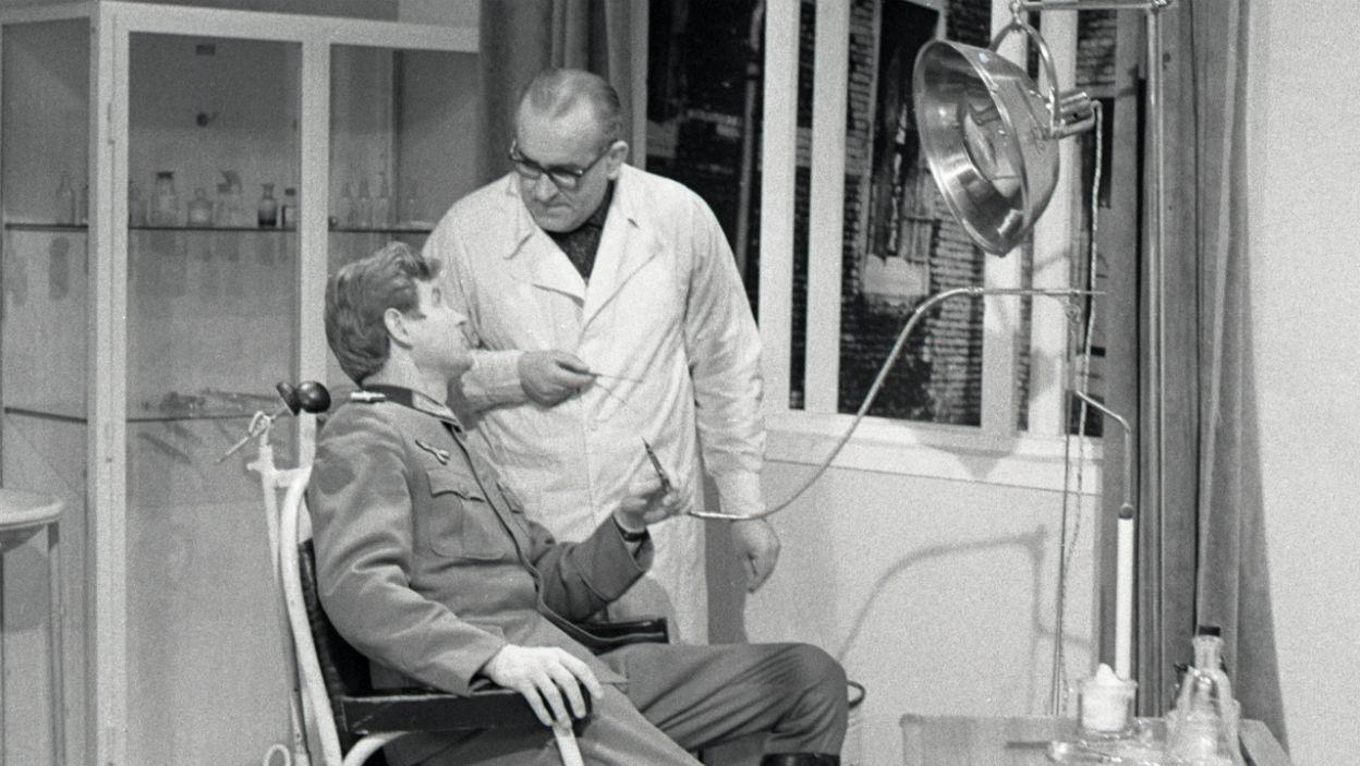 W teatrze Mieczysław Bąk zagrał dentystę, a nie nadradcę Gebhardta (fot. Zygmunt Januszewski/TVP)
