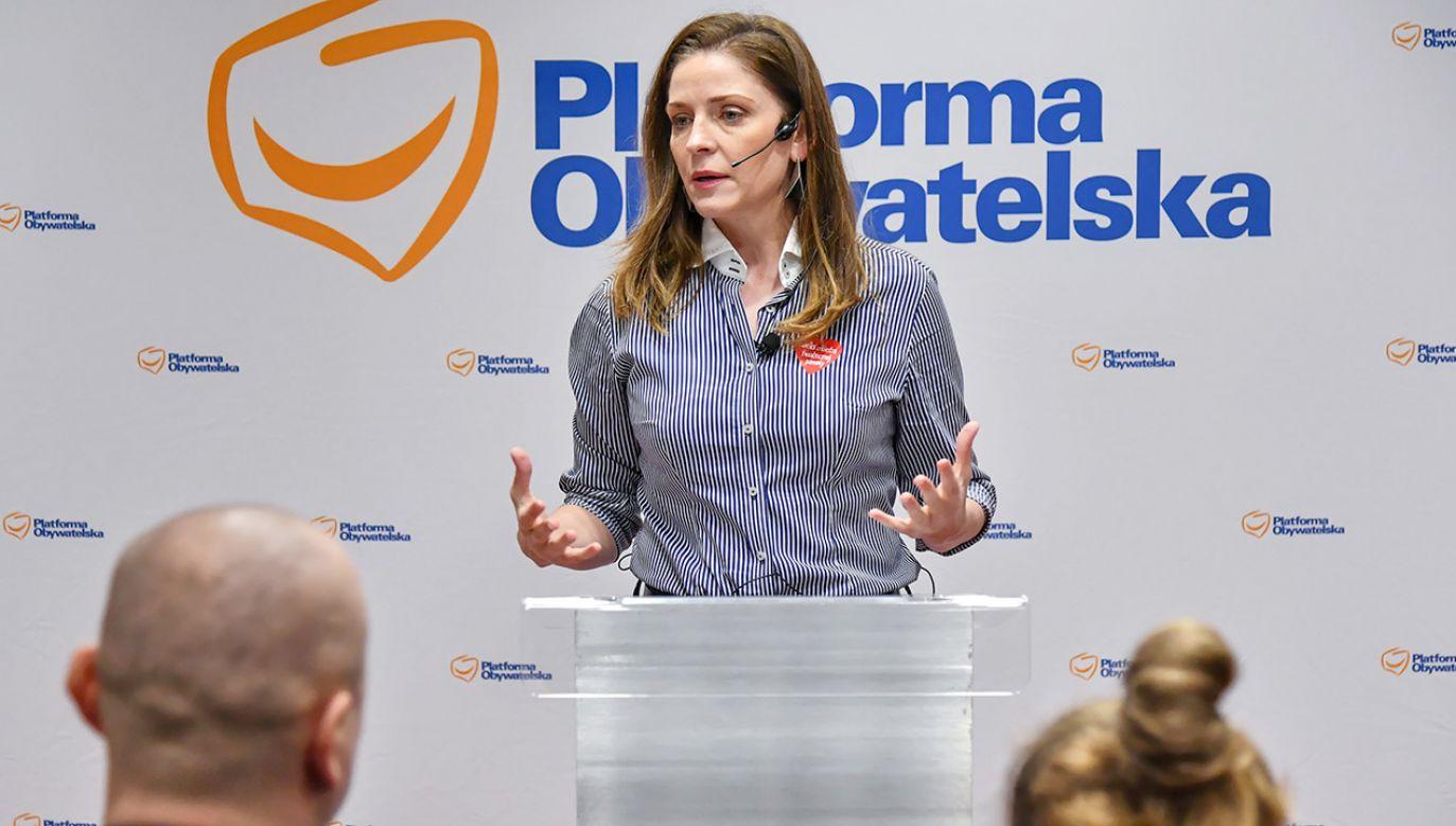 Kandydatka na szefa PO Joanna Mucha mówi, że ma siłę, żeby pokierować partią, dzięki trudnym doświadczeniom życiowym (fot. PAP/Wojtek Jargiło)